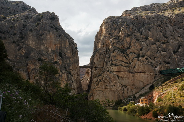тропа и железнодорожный мост,ущелье Эль Чорро,Camino del Rey (Дорога Короля),Parque Natural Ardales,Spain