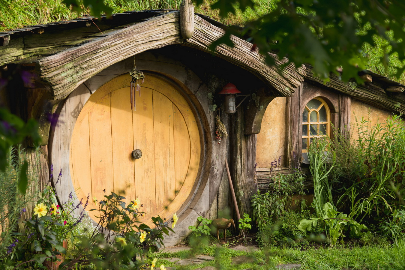 yellow house,The Hobbiton, The Shire,Хоббитшир, Удел, Хоббитания, Заселье, Край,Matamata, North Island ,New Zealand