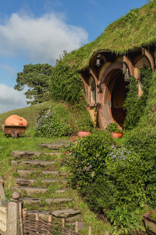 Bilbo Baggins house,yellow door,The Hobbiton, The Shire,Хоббитшир, Удел, Хоббитания, Заселье, Край,Matamata, North Island ,New Zealand