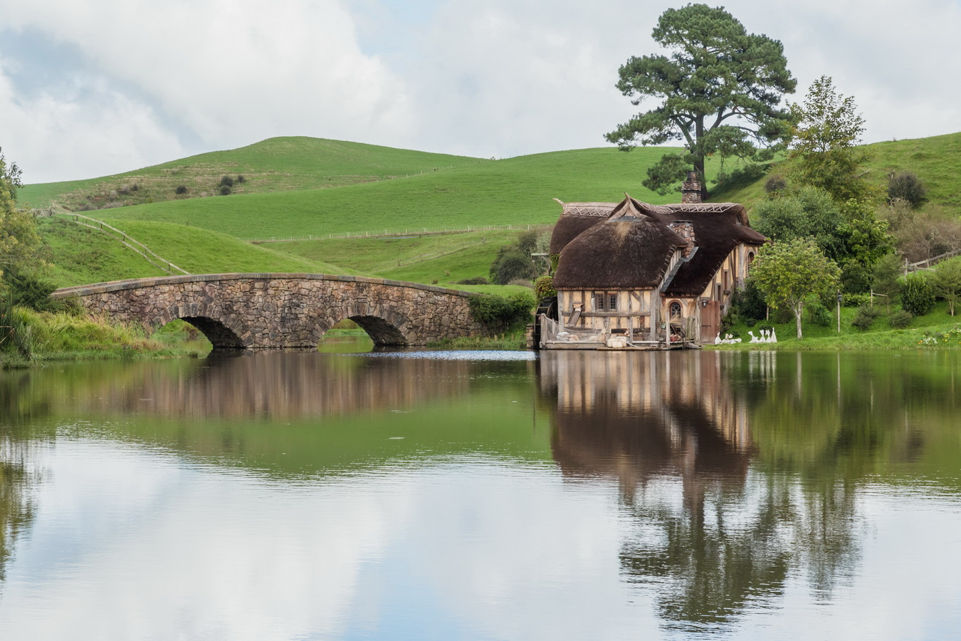 mill, lake,bridge,The Hobbiton, The Shire,Хоббитшир, Удел, Хоббитания, Заселье, Край,Matamata, North Island ,New Zealand