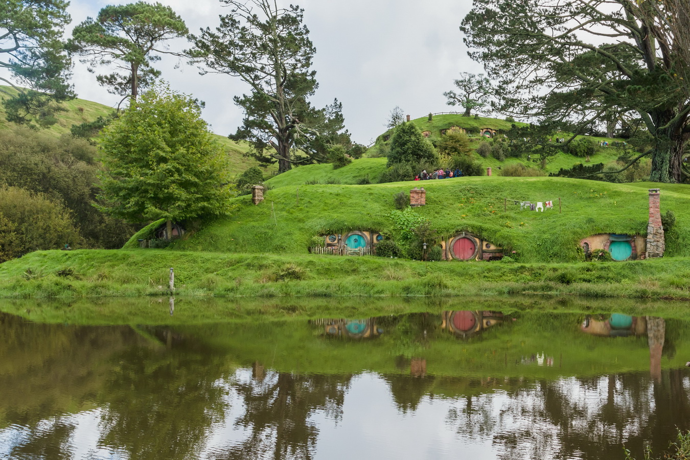 houses,reflection,The Hobbiton, The Shire,Хоббитшир, Удел, Хоббитания, Заселье, Край,Matamata, North Island ,New Zealand