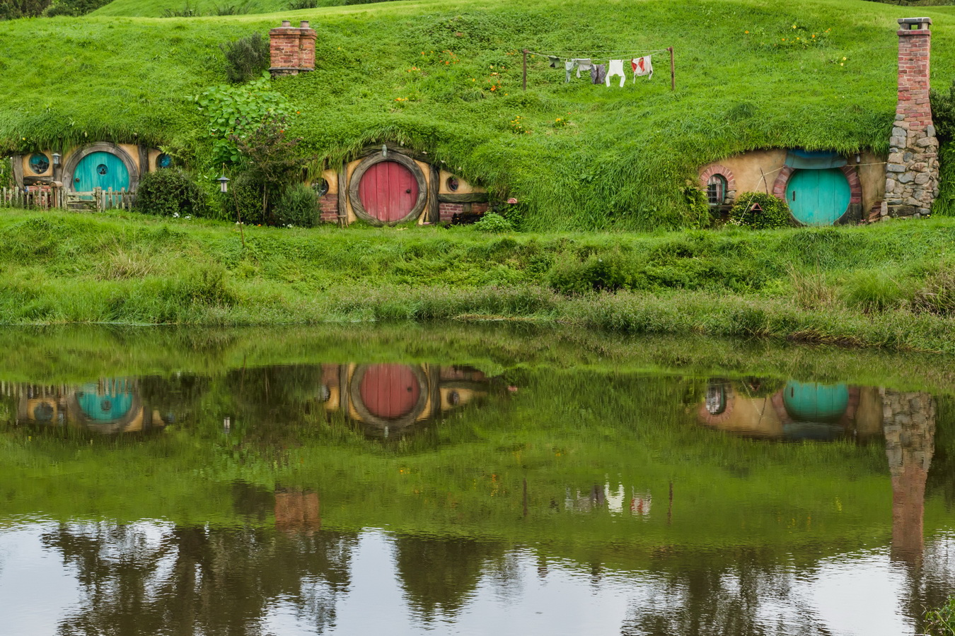 houses,reflection,lake,The Hobbiton, The Shire,Хоббитшир, Удел, Хоббитания, Заселье, Край,Matamata, North Island ,New Zealand