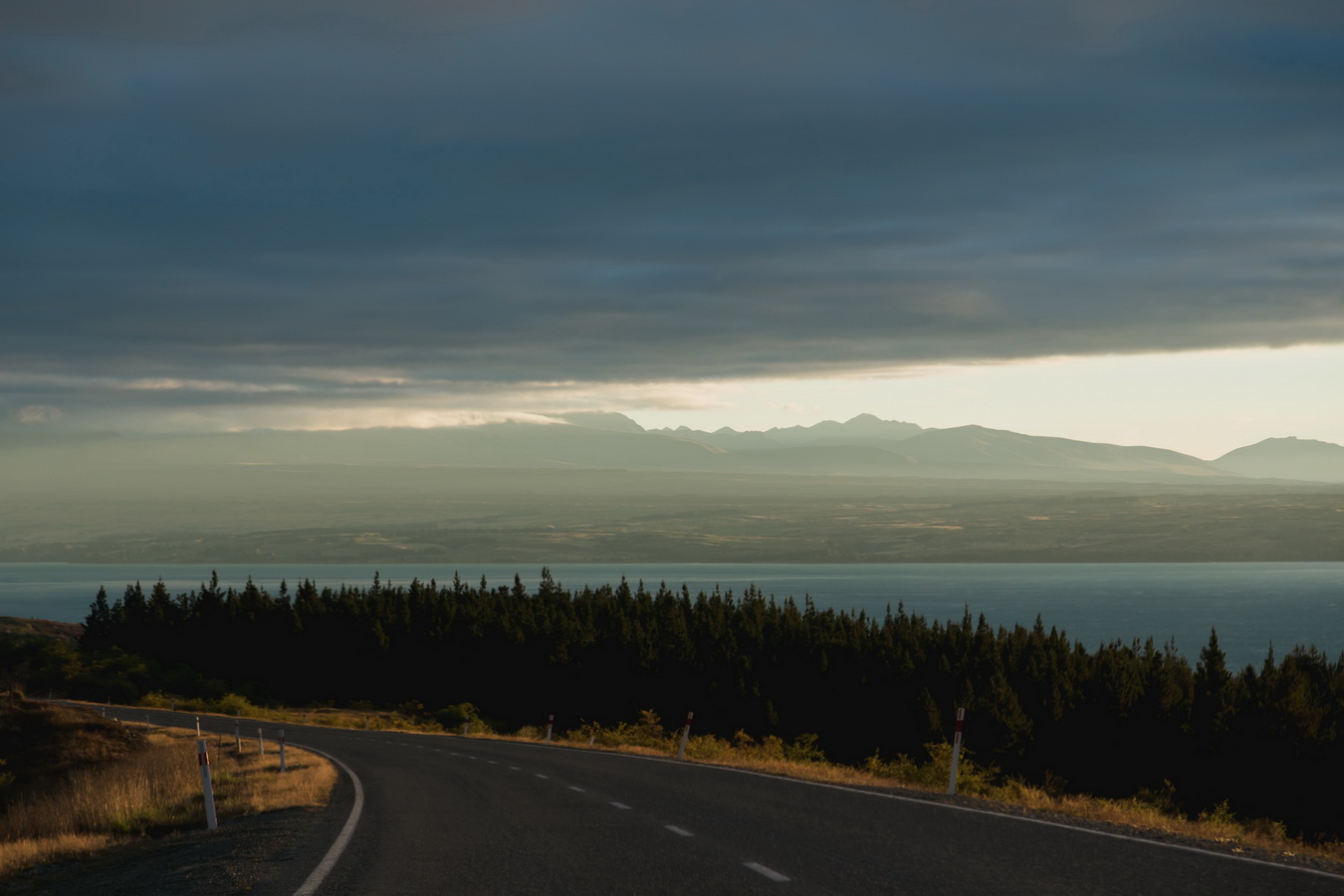 road,Lake Pukaki, Mount Cook National Park, South Island ,New Zealand